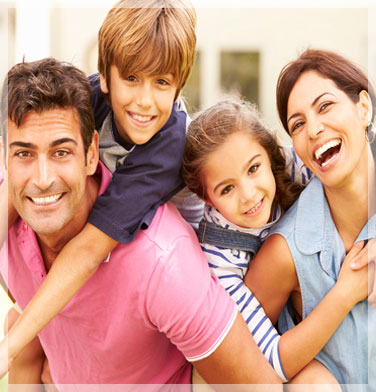 familia busca canguro babysitter